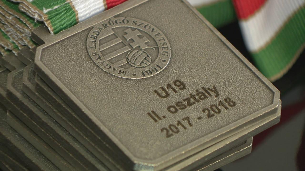 Évzáró - ezüstérmes lett a Szpari U19-es csapata a bajnokságban