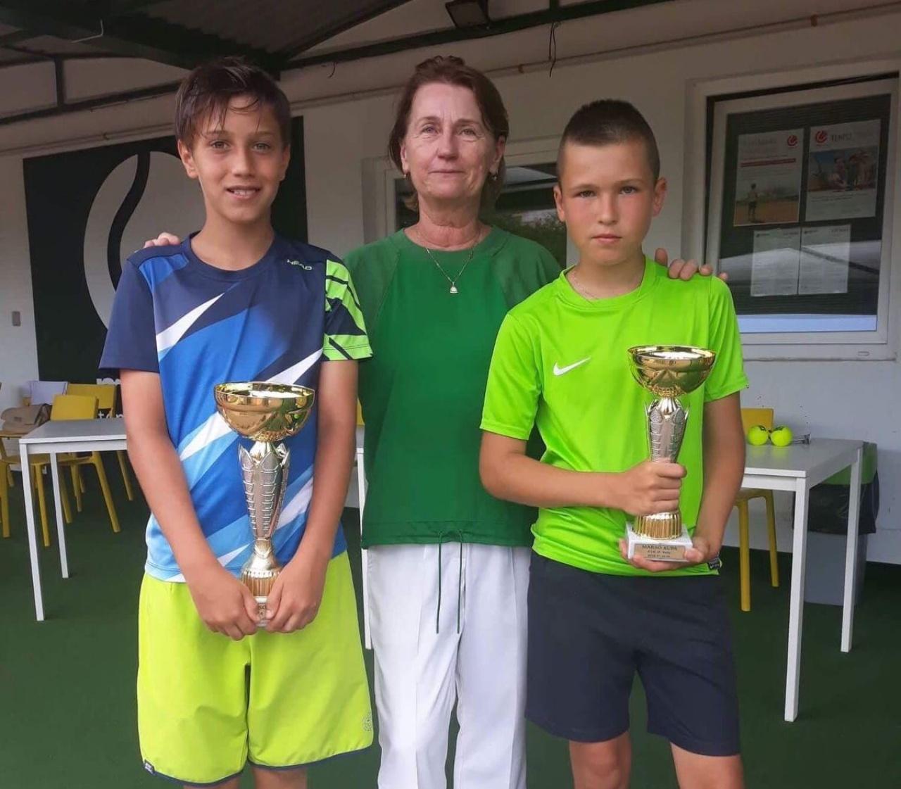 Tenisz - Nyíregyházán és a Balaton partján a Marso Tenisz Centrum fiataljai
