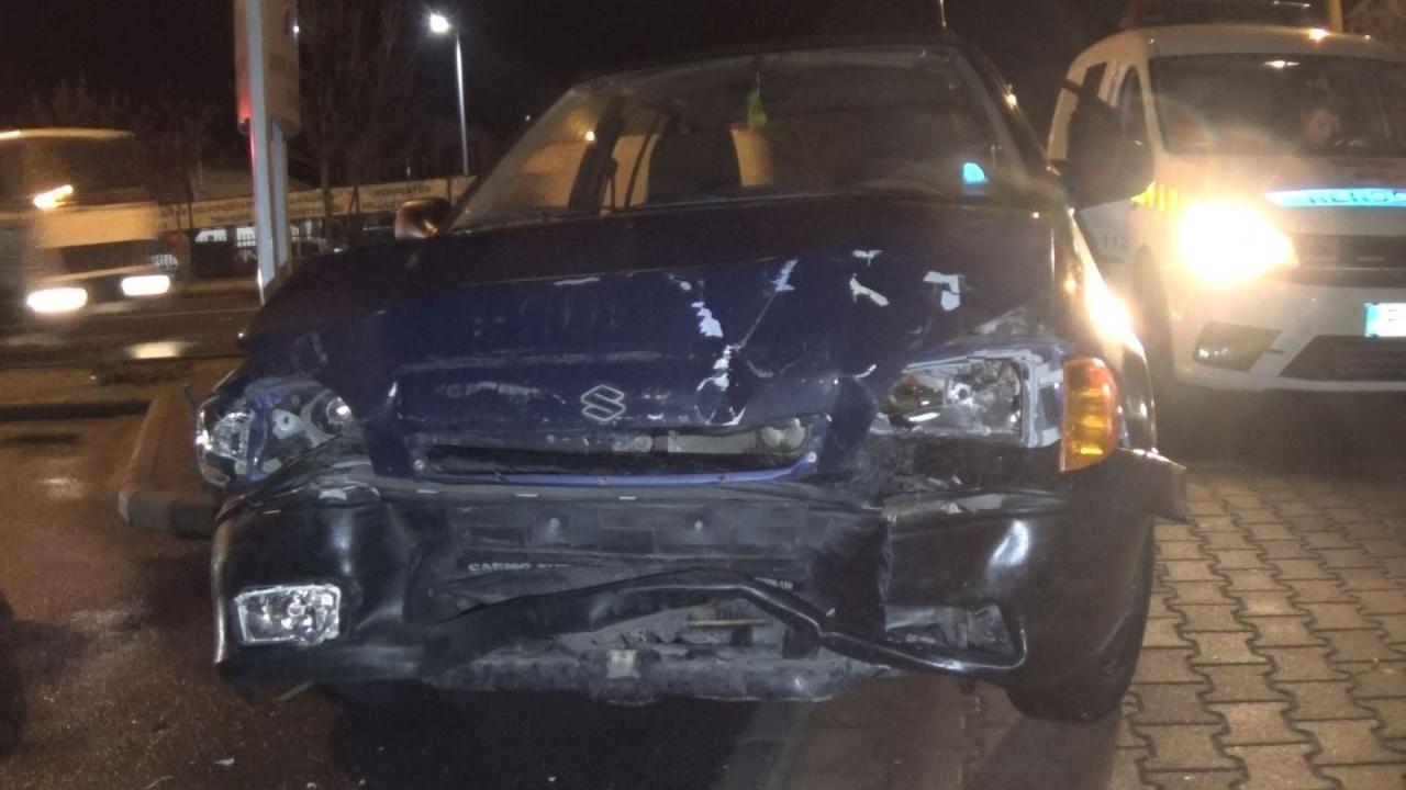 Belerohant a fékező kishaszonjárműbe a Debreceni úton