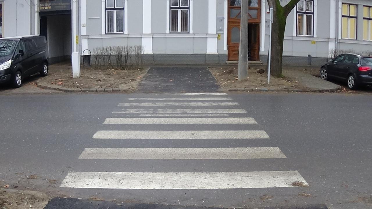 Új gyalogos-átkelőhely a Szarvas utcán - fokozott figyelemmel közlekedjenek!