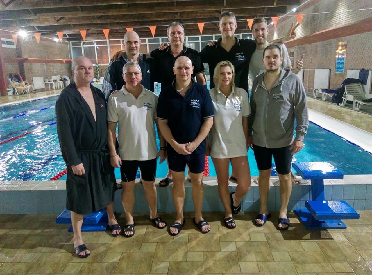 12 órán át úsztak a Fókák - különös módon búcsúztatták az évet a nyíregyházi sportolók