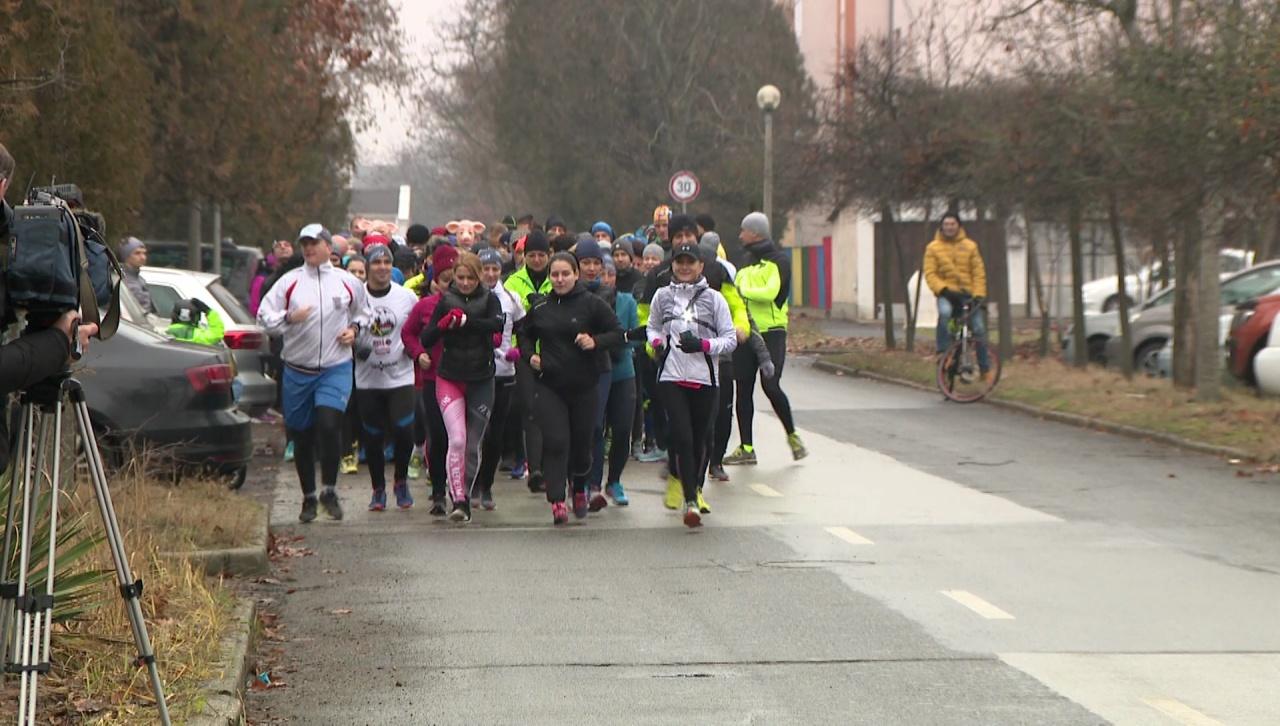Szilveszteri malacfutás – Több mint száz amatőr futó vett részt a programon