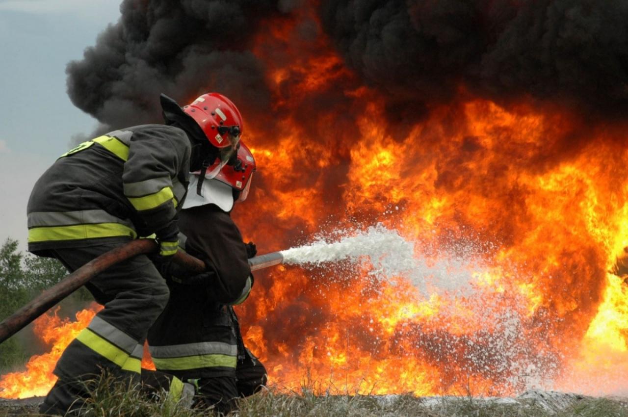 Lángokban állt egy Kállói úti raktárépület Nyíregyházán – Ezer négyzetméteres épület égett