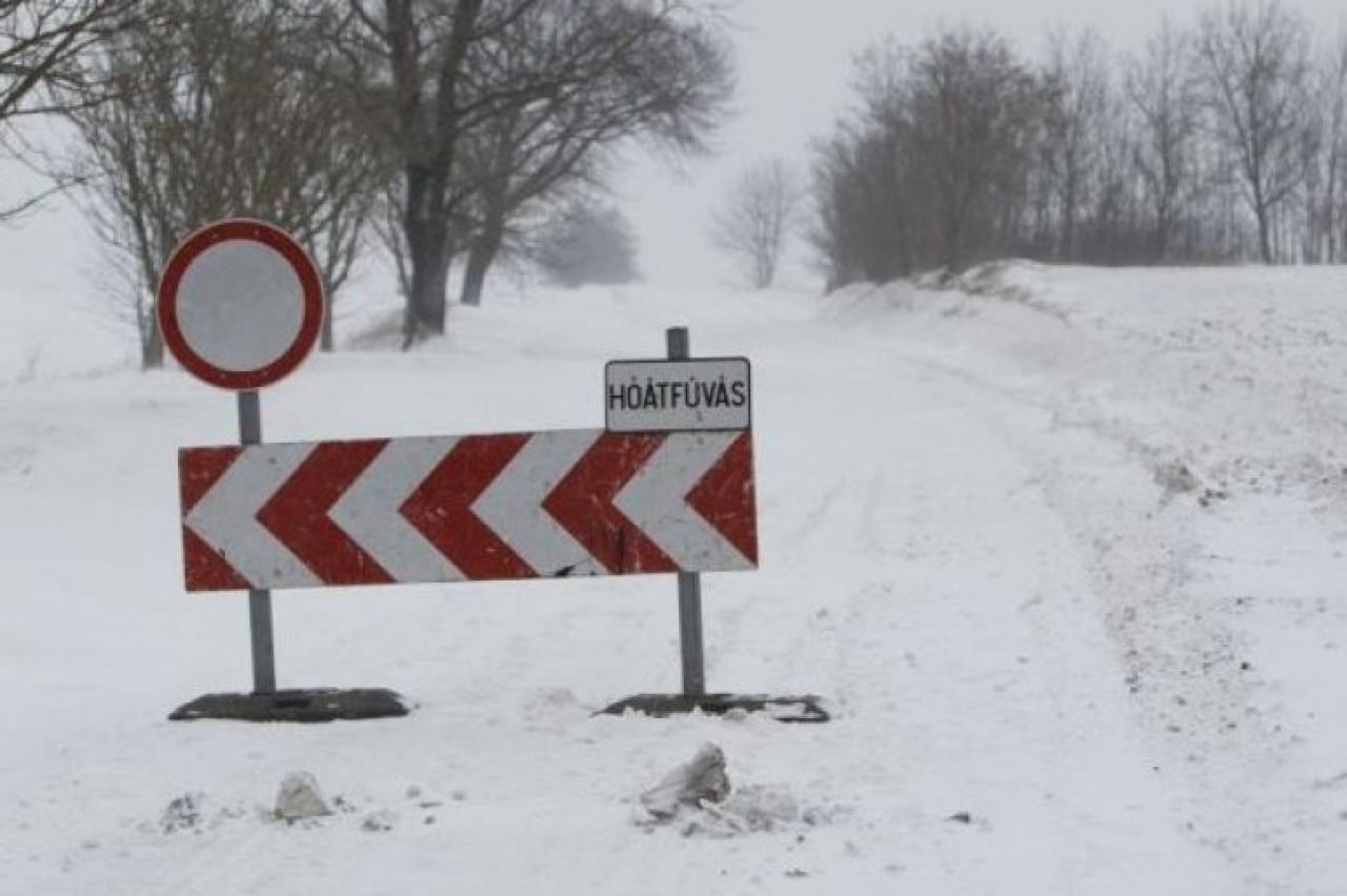 Hófúvások miatt adtak ki figyelmeztetést több megyében is