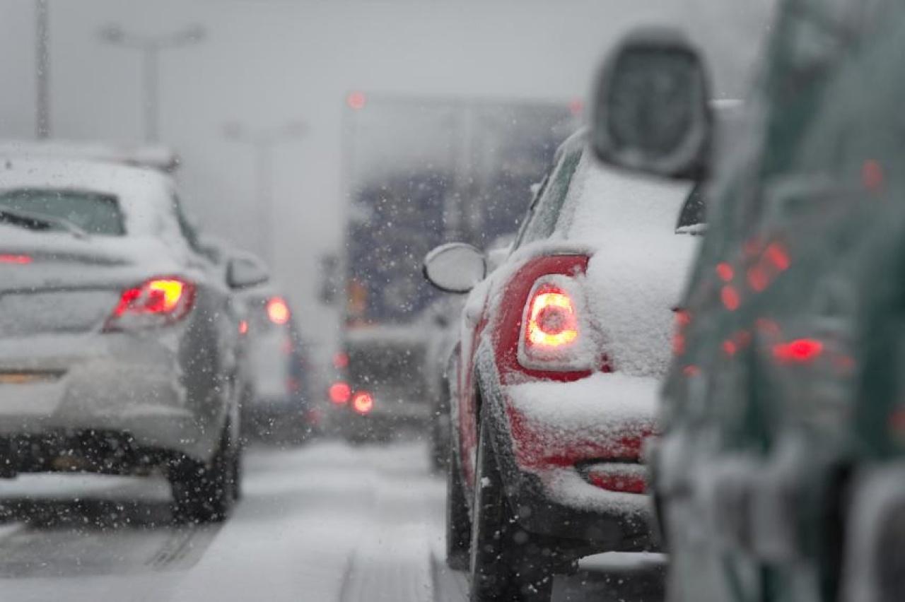 Kedden újabb országos havazás várható – Téliesebb útviszonyokra számítsanak a közlekedők