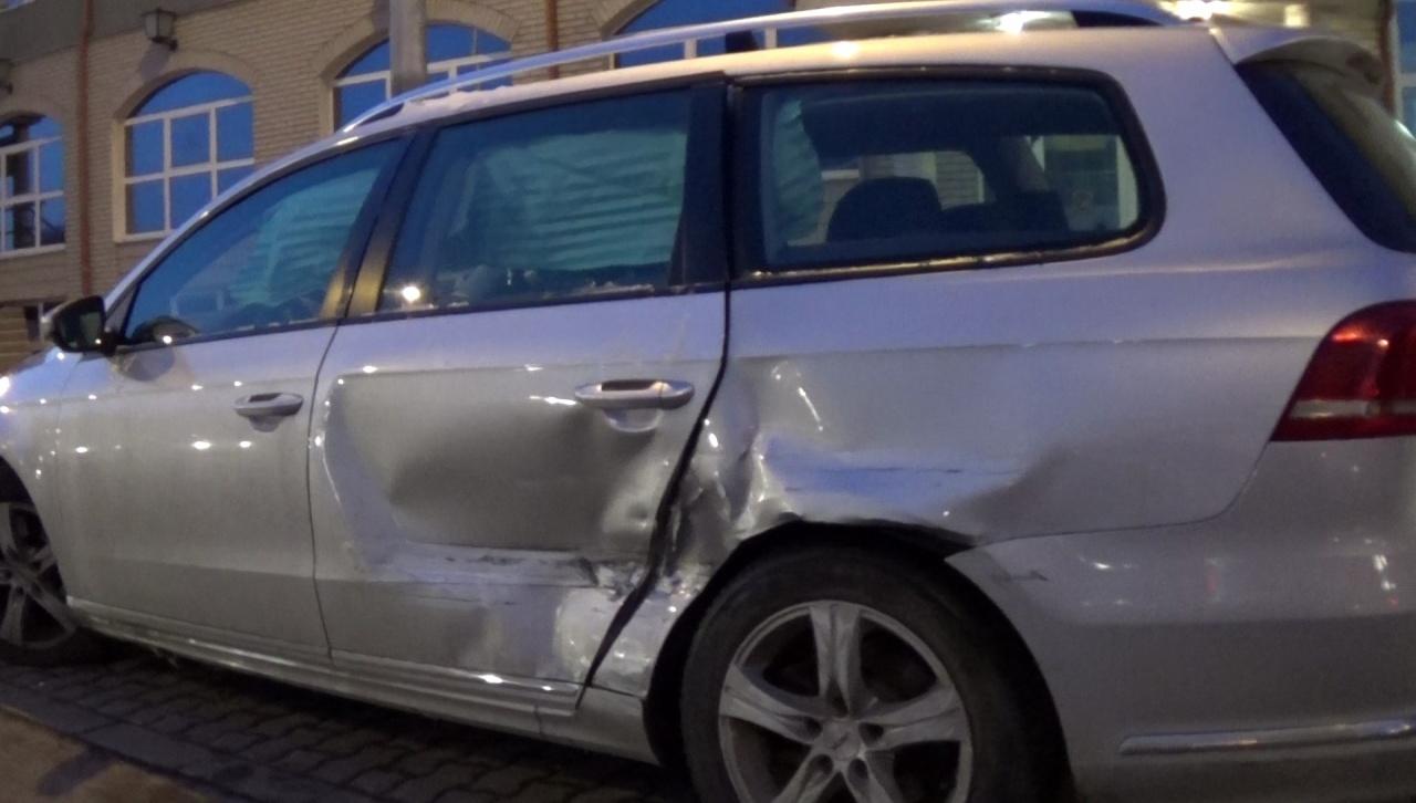 Belvárosi kereszteződésbe hajtott be egy jármű a piros jelzésen, karambolt okozott