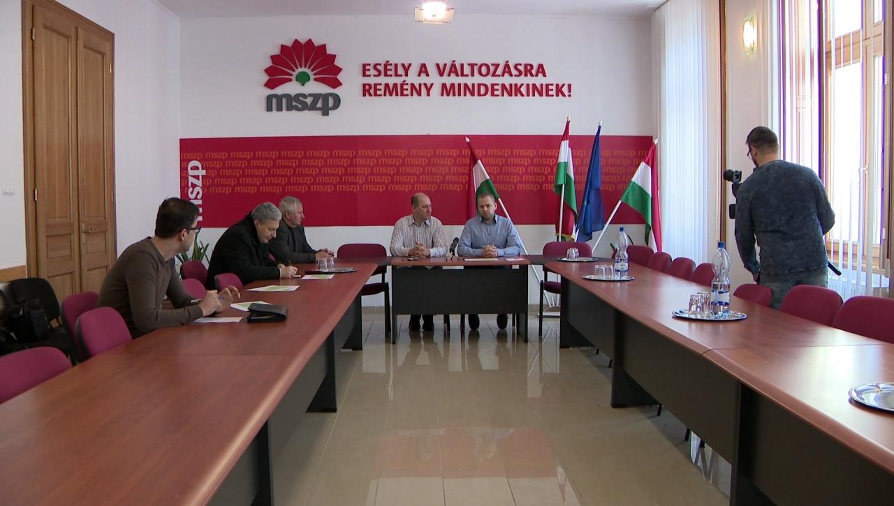 A közalkalmazotti bértáblát is bírálta az MSZP csütörtökön