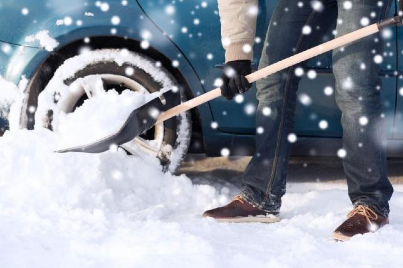 Érdemes a havat ellapátolni – Mulasztás esetén 200 ezer forintos bírságot is kiszabhatnak