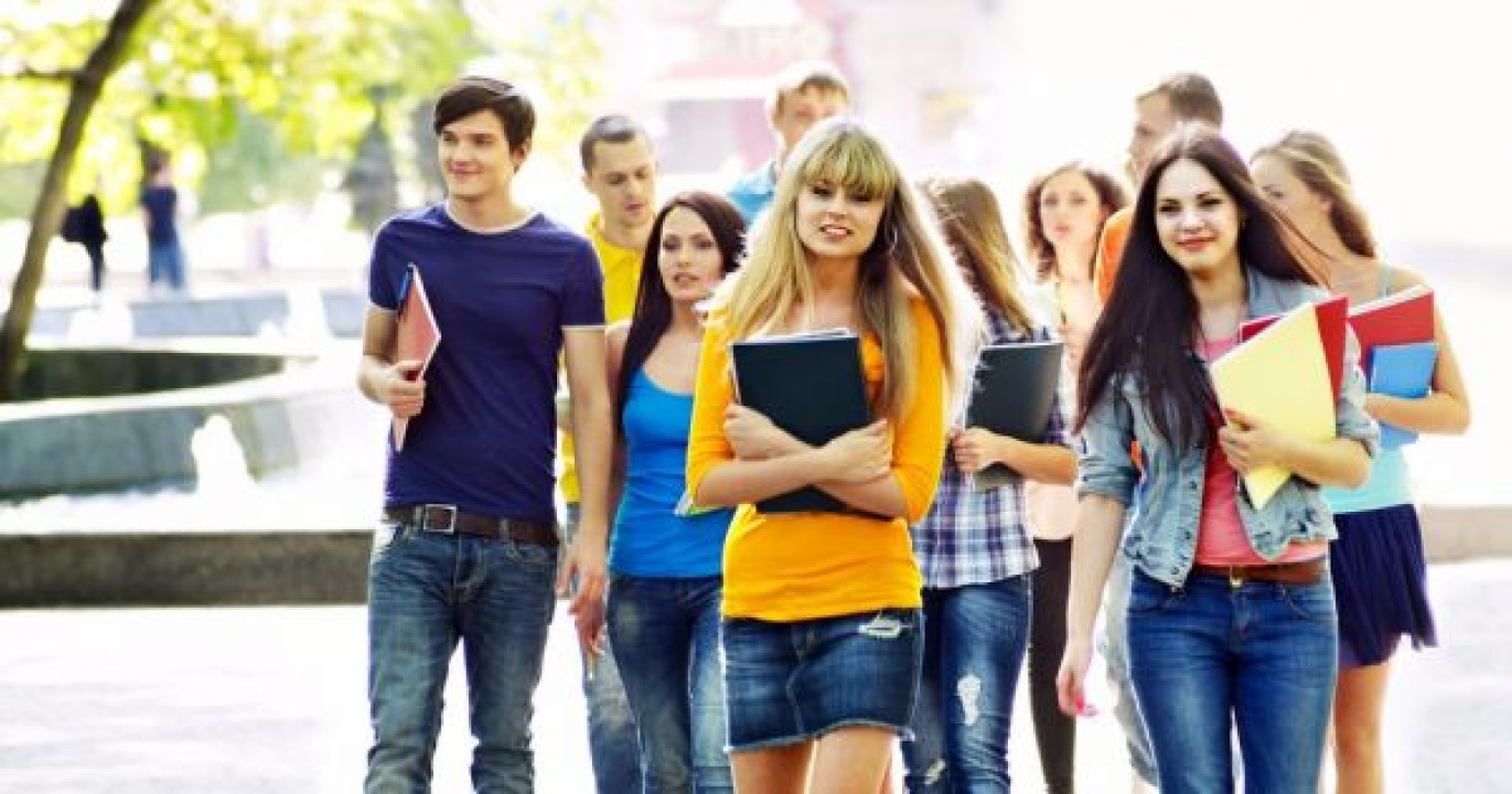 Egyetemi hallgatók karolhatnak fel gyermekeket