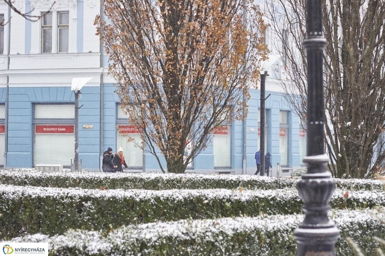 Hétvégén kisebb havazás, hétfőn viharos széllel hidegfront jön