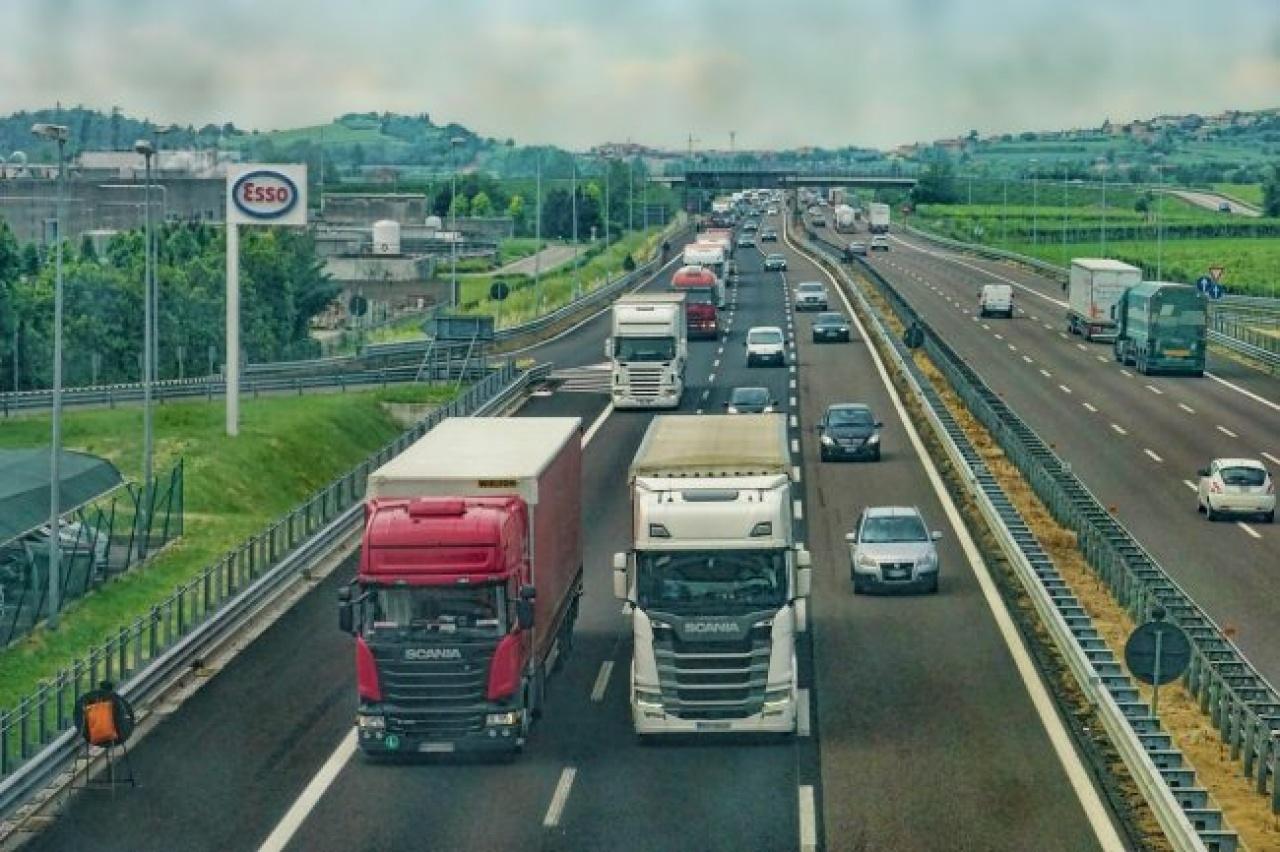 Négyezren szerezhetnek térítésmentesen hivatásos gépjárművezetői jogosítványt