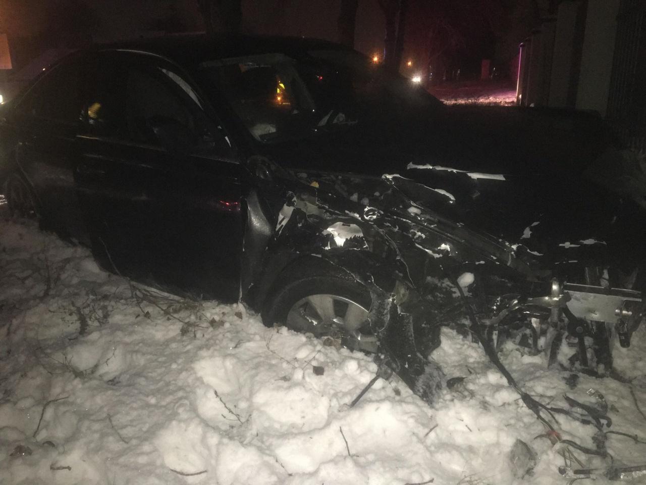 Totálkárosra törtek – Három személyt kórházba szállították a Csemete utcai balesetből