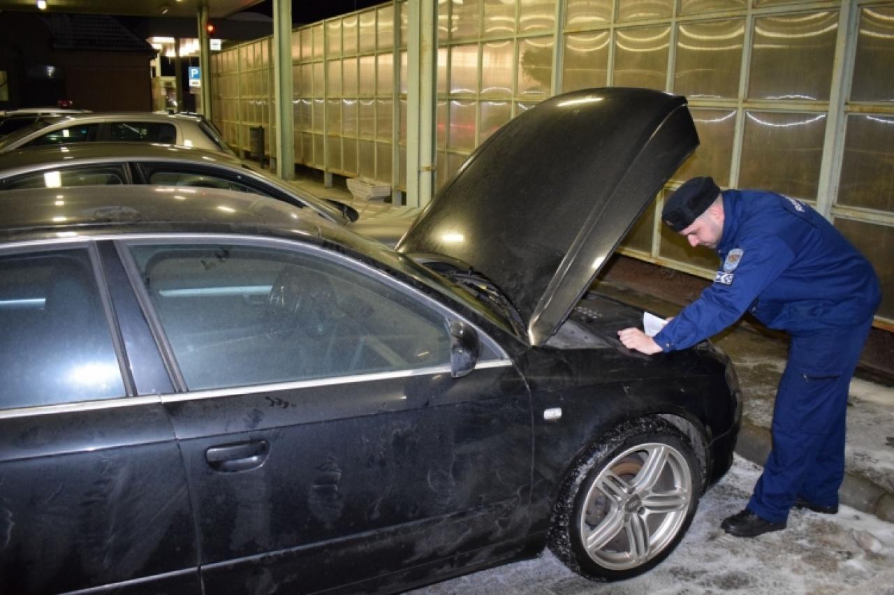 Körözött Audi a vontatmányon – Csengersimánál akarta elhagyni az országot a sofőr