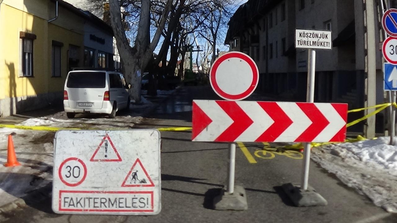 Ideiglenesen lezárták a Toldi utca Deák Ferenc és Kölcsey utca közötti szakaszát