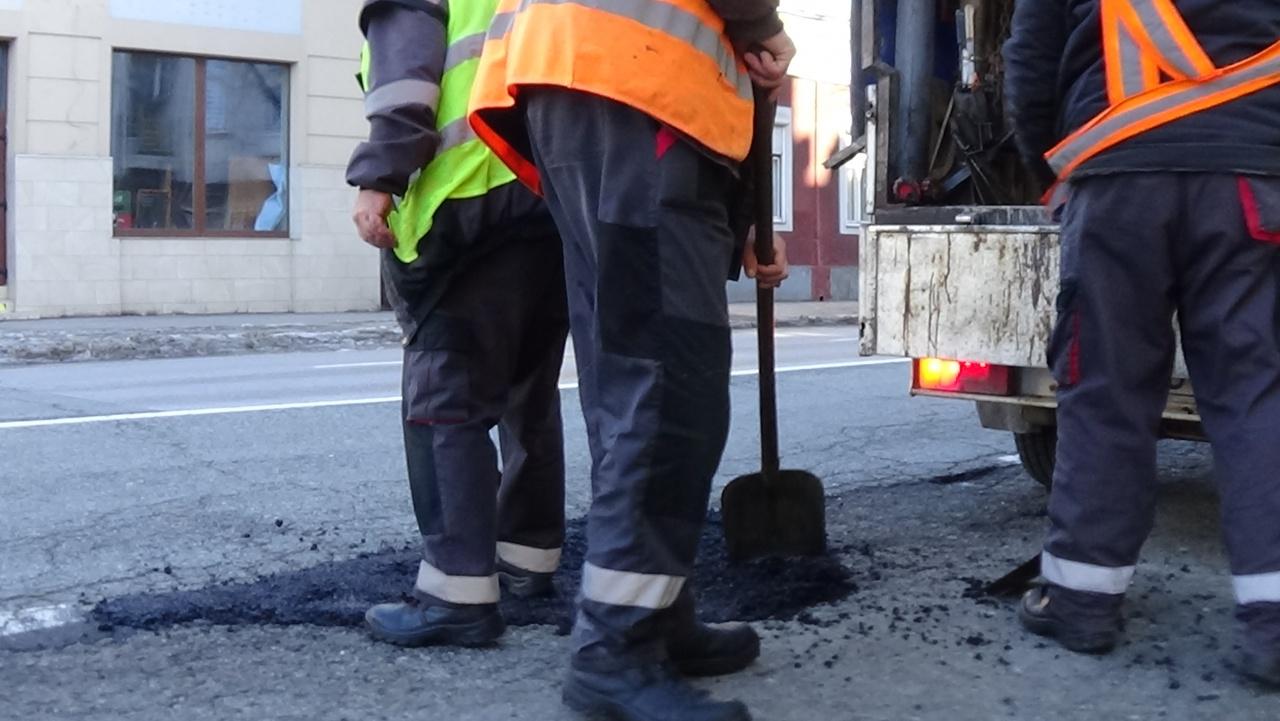 Eddig 146 helyszínen végeztek útjavításokat a NYÍRVV munkatársai