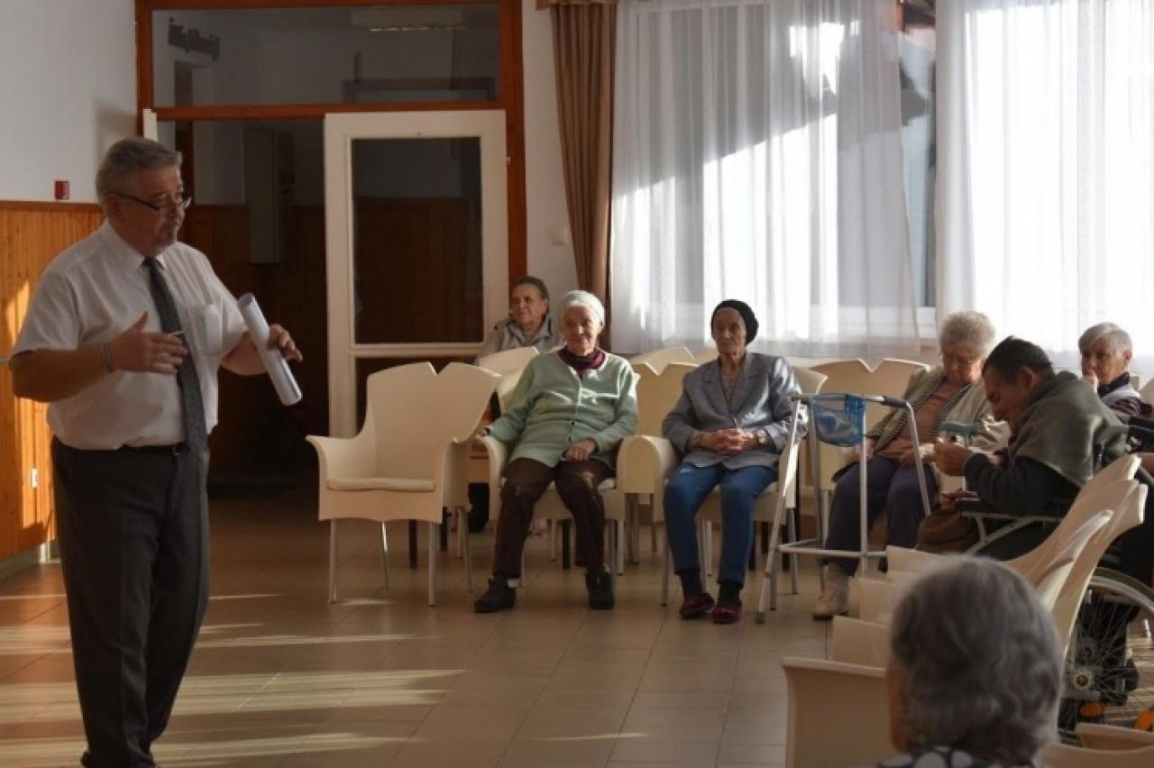 Szépkorúaknak tartottak bűnmegelőzési előadást Nyíregyházán