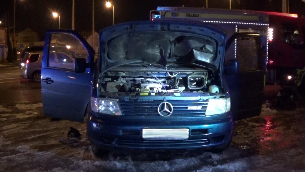 Ásványvizes palackkal oltotta majdnem kigyulladó járművét egy sofőr Nyíregyházán