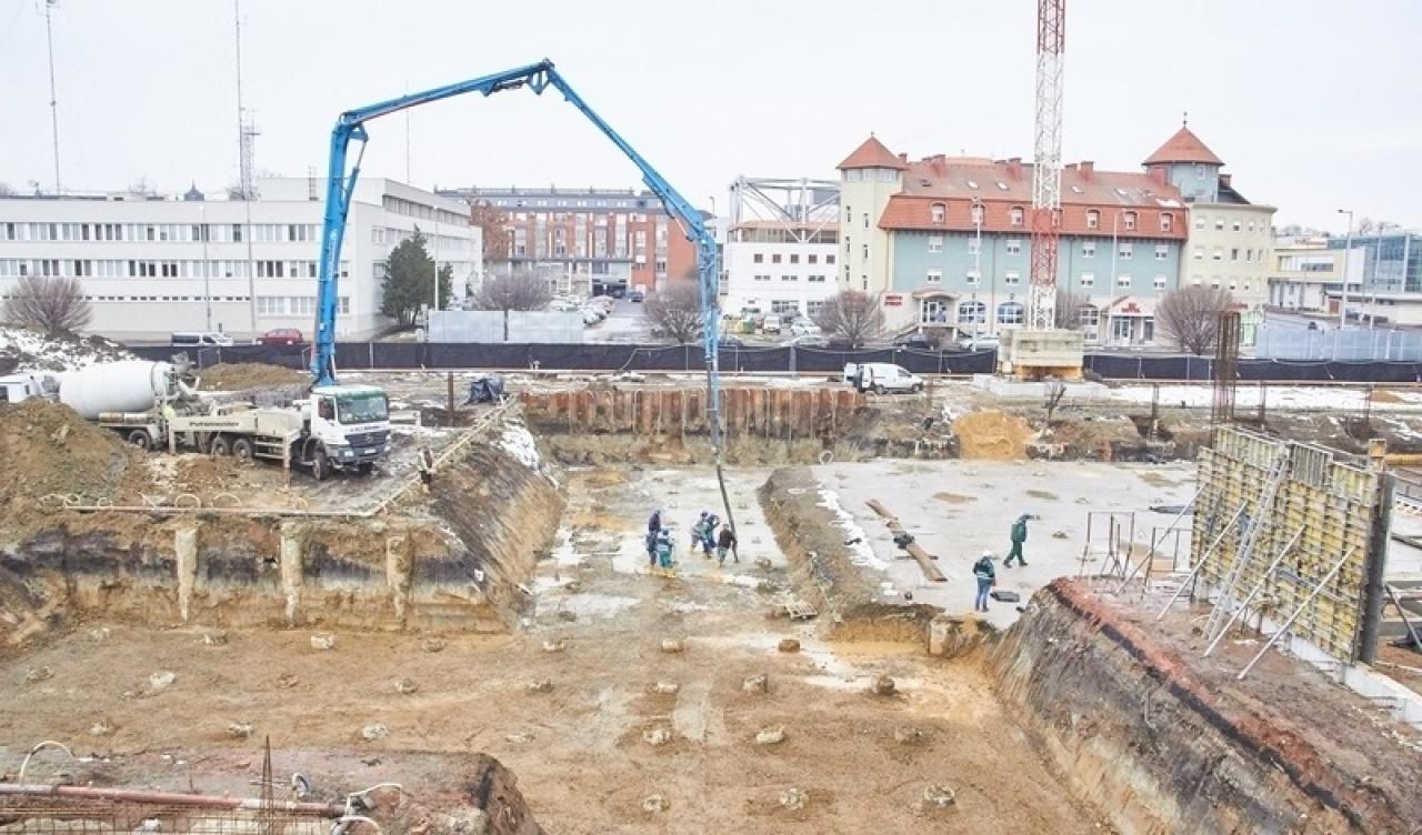 Gőzerővel építik a Bujtosi Uszodát a Continental Aréna szomszédságában