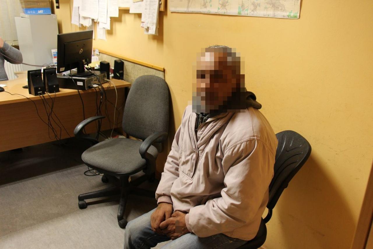 Rablás Nyíregyházán – Egy 76 éves férfi házába törtek be, bántalmazták és kirabolták