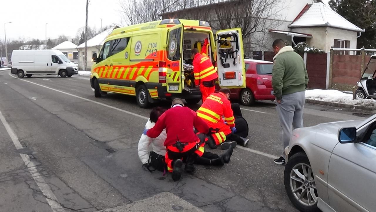 Idős házaspárt gázoltak el a Nagyvárad utcán, a feleség súlyos sérülésekkel kórházban