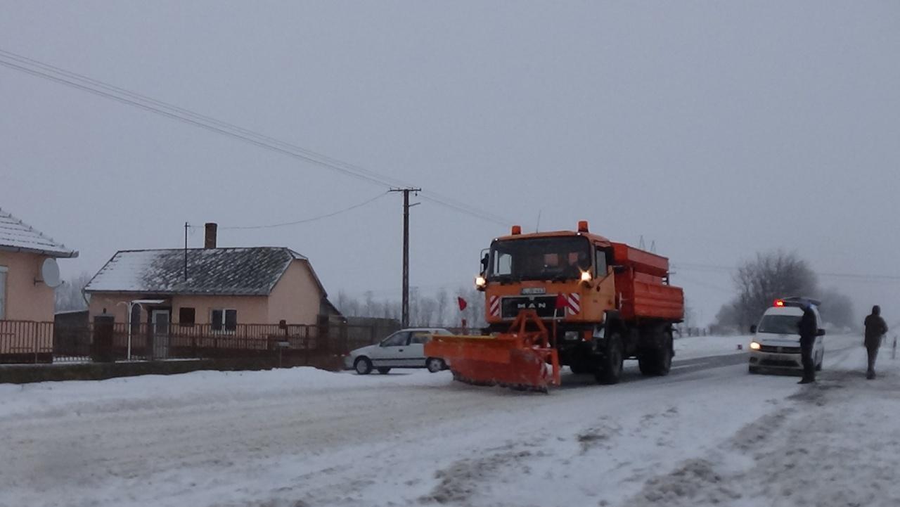 Jelentős mennyiségű hó esett térségünkben csütörtökön, az erőteljes szél is gondot okozott