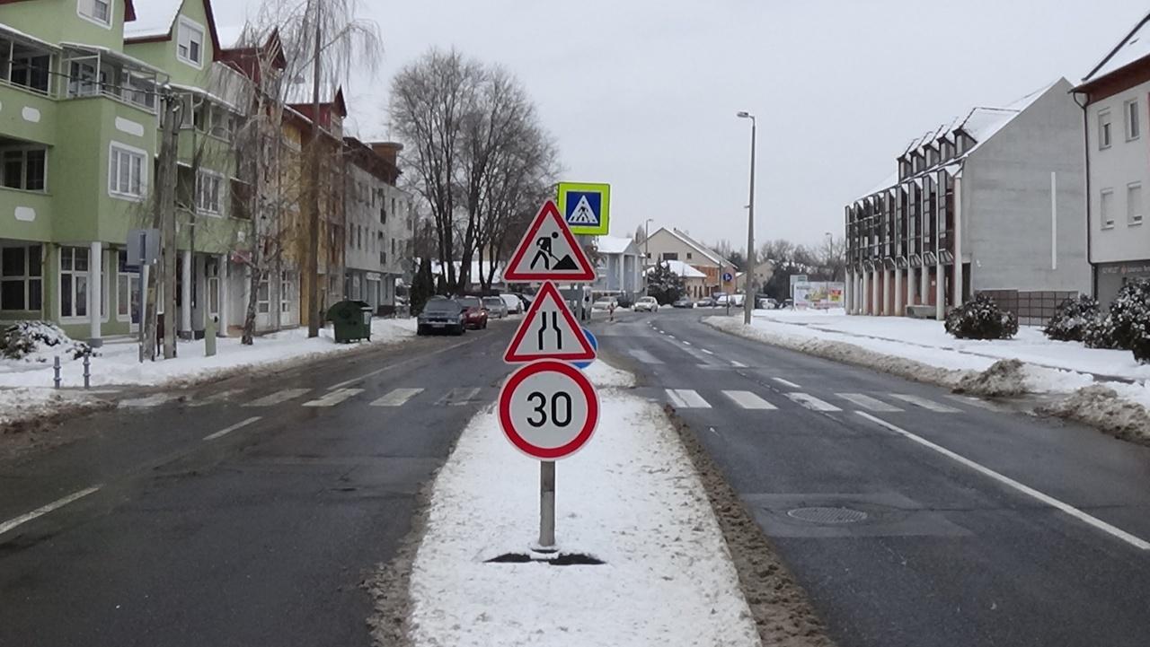 Közmű-helyreállítás miatt forgalomkorlátozásra számíthatnak a közlekedők a Hunyadi utcán