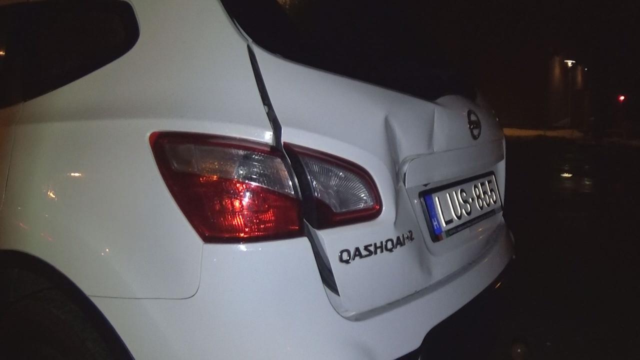 Parkolóban rongáltak meg egy autót