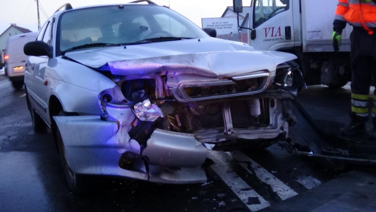 Személyi sérüléssel járó baleset történt a Debreceni úton