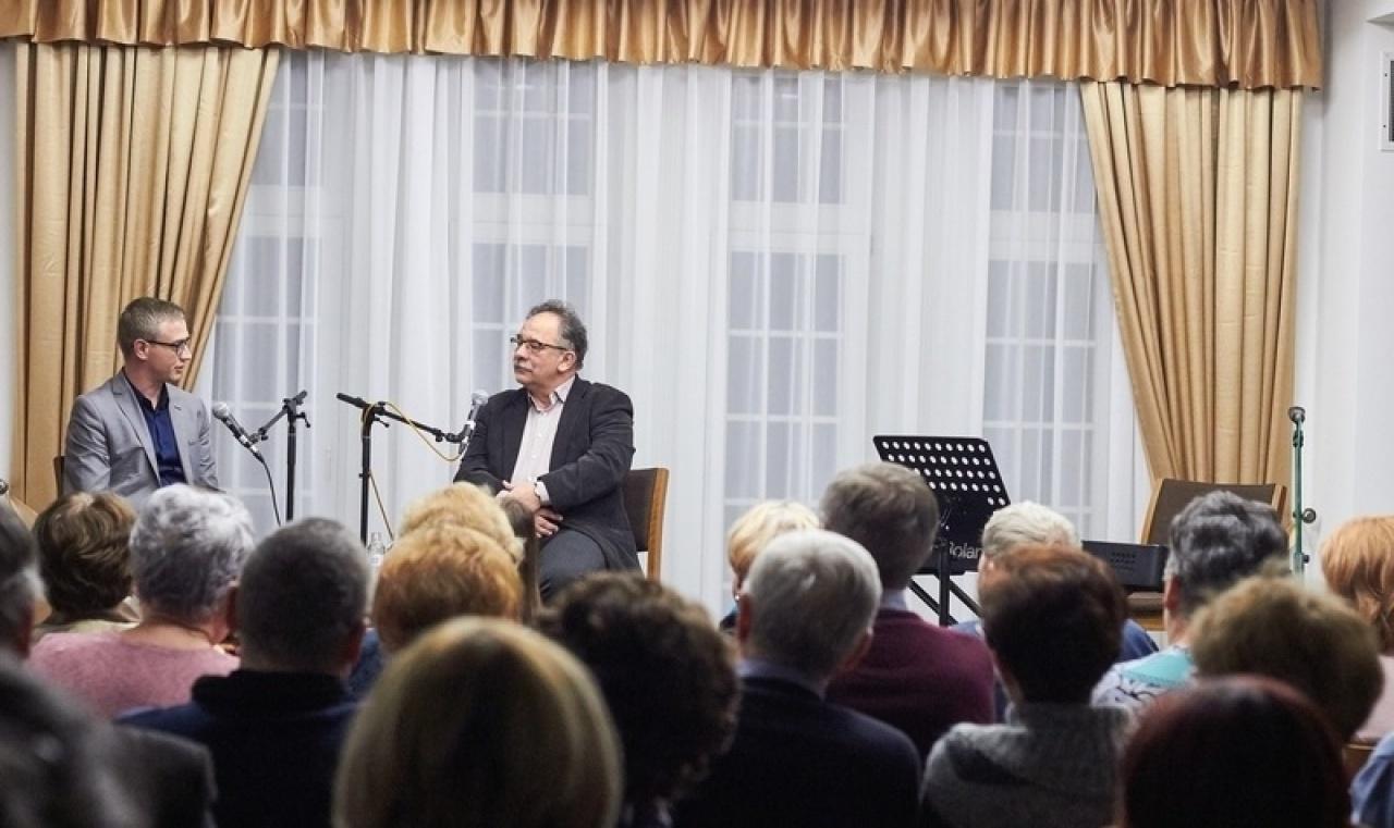 Tamás Attila volt a Bencs Villa kedd esti Többszemközt című beszélgetős műsorának vendége