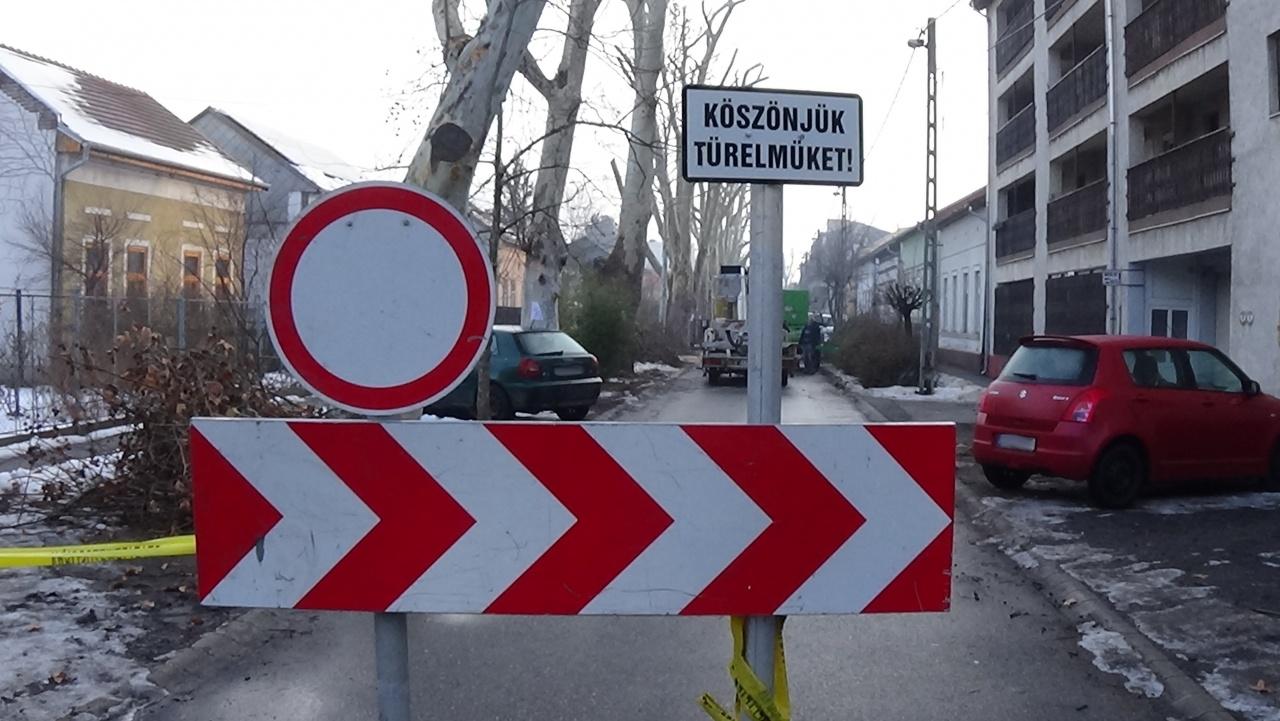 Gallyazási munkálatok – Péntek délutánig tart a forgalomkorlátozás a Kiss Ernő utcán