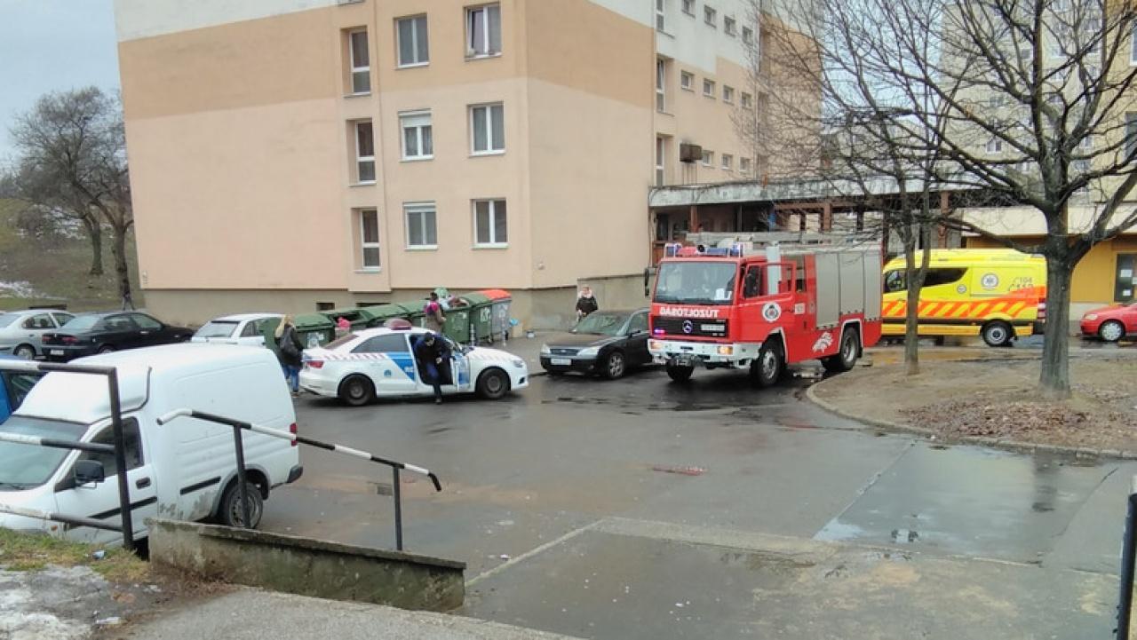 70 éven felüli hölgy holttestére bukkantak a tűzoltók egy nyíregyházi panellakásban