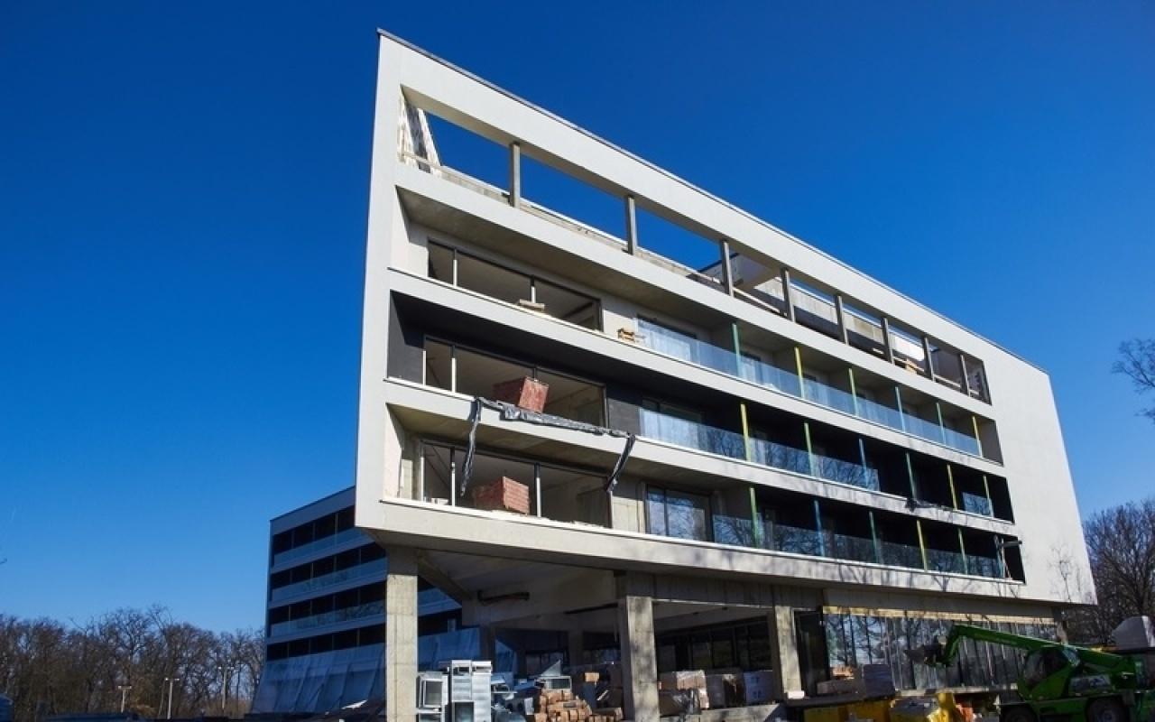 Belsőépítészeti munkák – A tervek szerint nyár elejére elkészülhet a négy csillagos hotel!