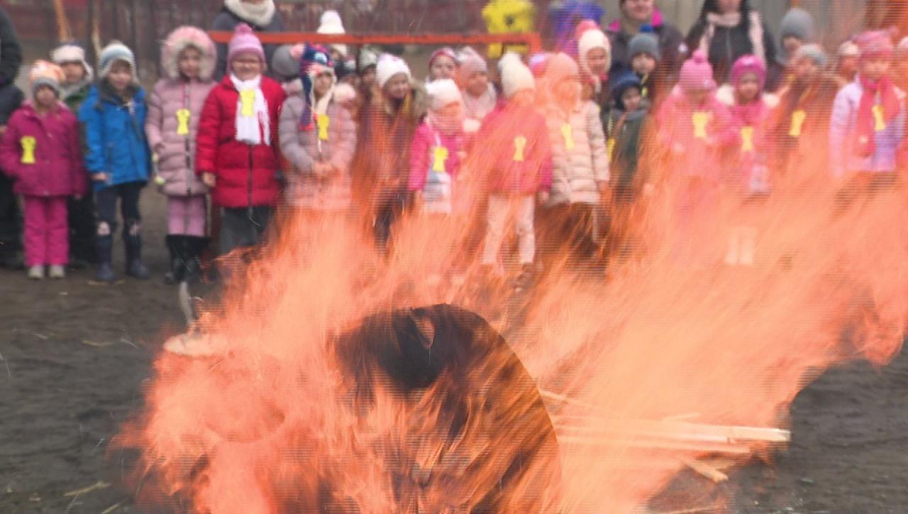 Tavaszköszöntő farsangi mulatsággal űzték el a telet a Kazinczy tanulói