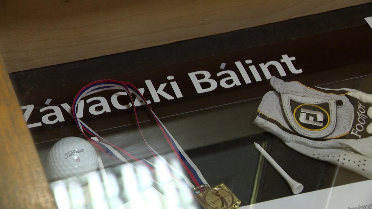 Dicsőségfal - Závaczki Bálint tárgyai az Eötvös aulájában