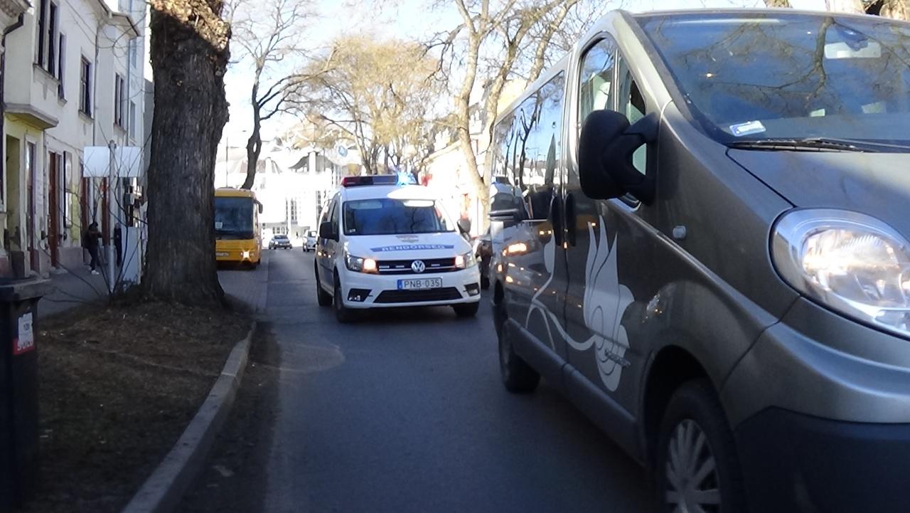Kisteherautó okozott balesetet Nyíregyháza belvárosában, a Szent István utcán