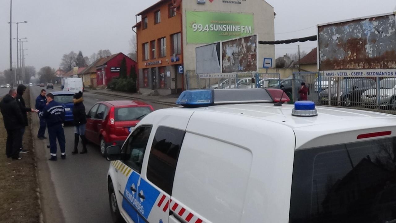 Figyelmetlen sávváltás okozott balesetet a Váci Mihály utcán