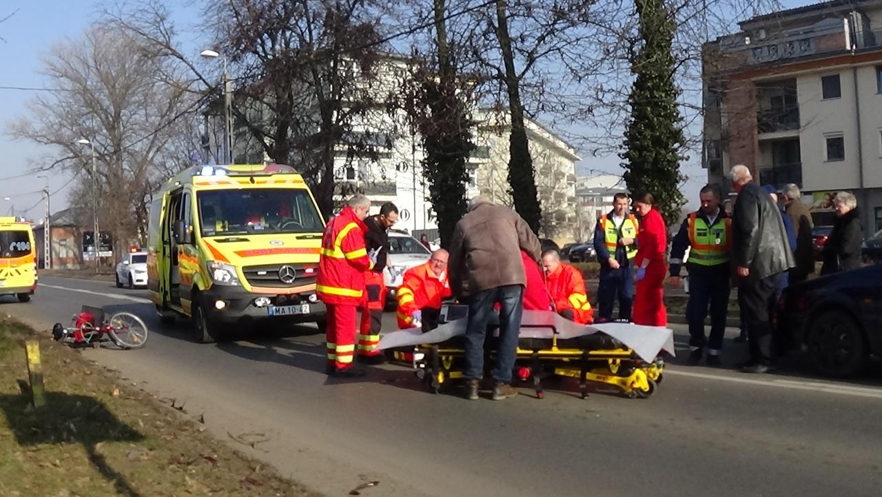 Súlyos sérülésekkel szállították kórházba a nyíregyházi gyalogos-átkelőhelyen elgázolt nőt
