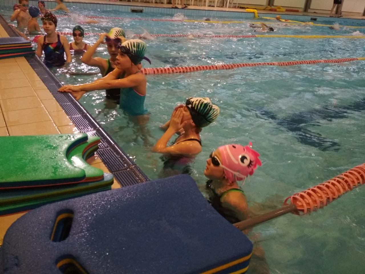 Úszni jó - sporteszközöket kaptak a Sportcentrum legkisebb úszói