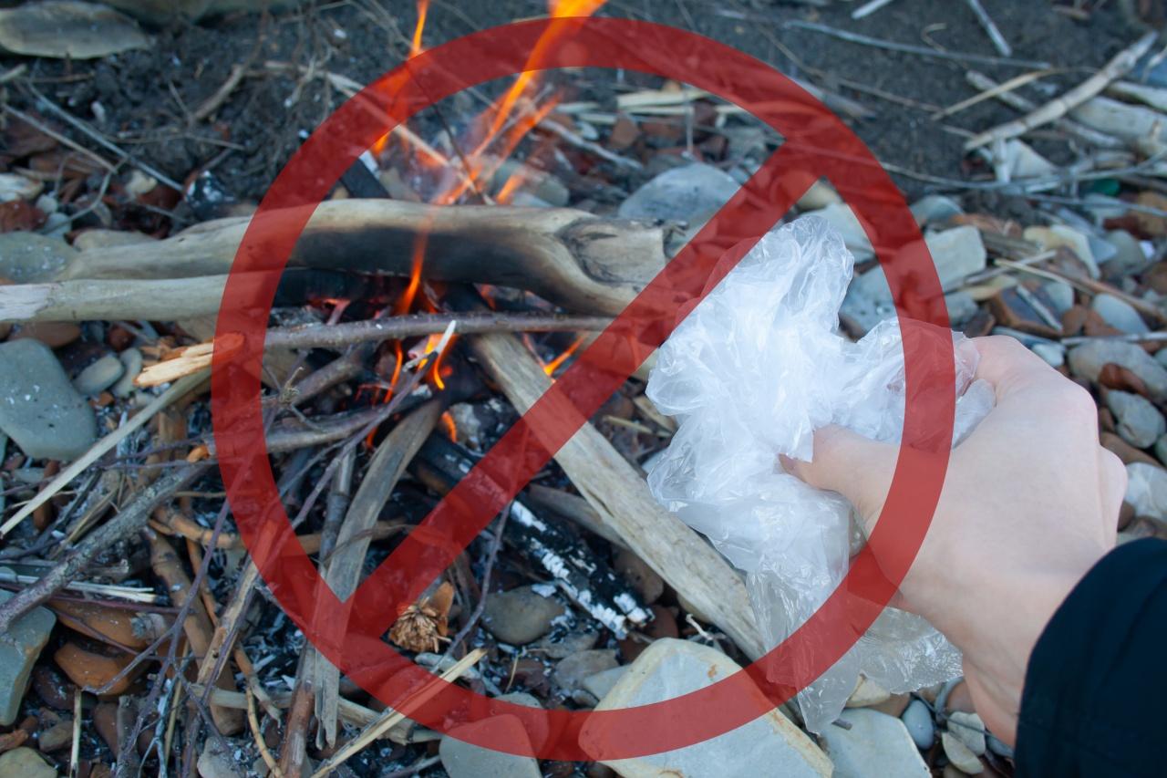 Március 15-ig tilos a kerti hulladék és avar égetése a kertekben