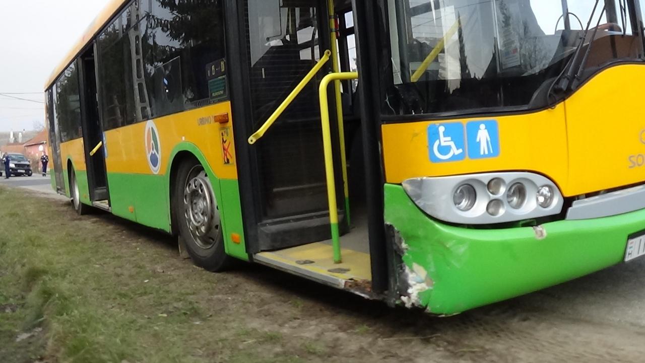 Milliós az anyagi kár – Terepjáró és autóbusz ütközött Oroson