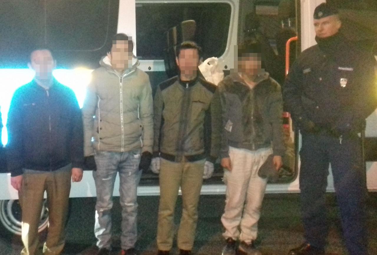 Őrizetben a Kálmánházánál elfogott embercsempész