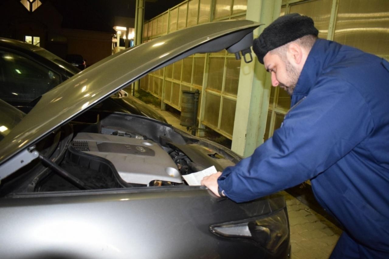 Körözött Nissan a határon – Lefoglalták a járművet