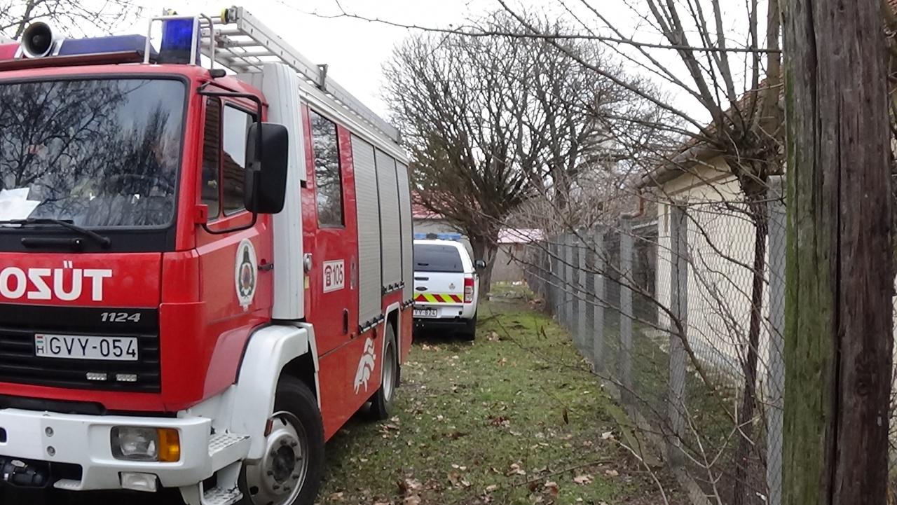 Összeégett holttestet találtak egy kótaji ház udvarán – Tűzesetben veszíthette életét