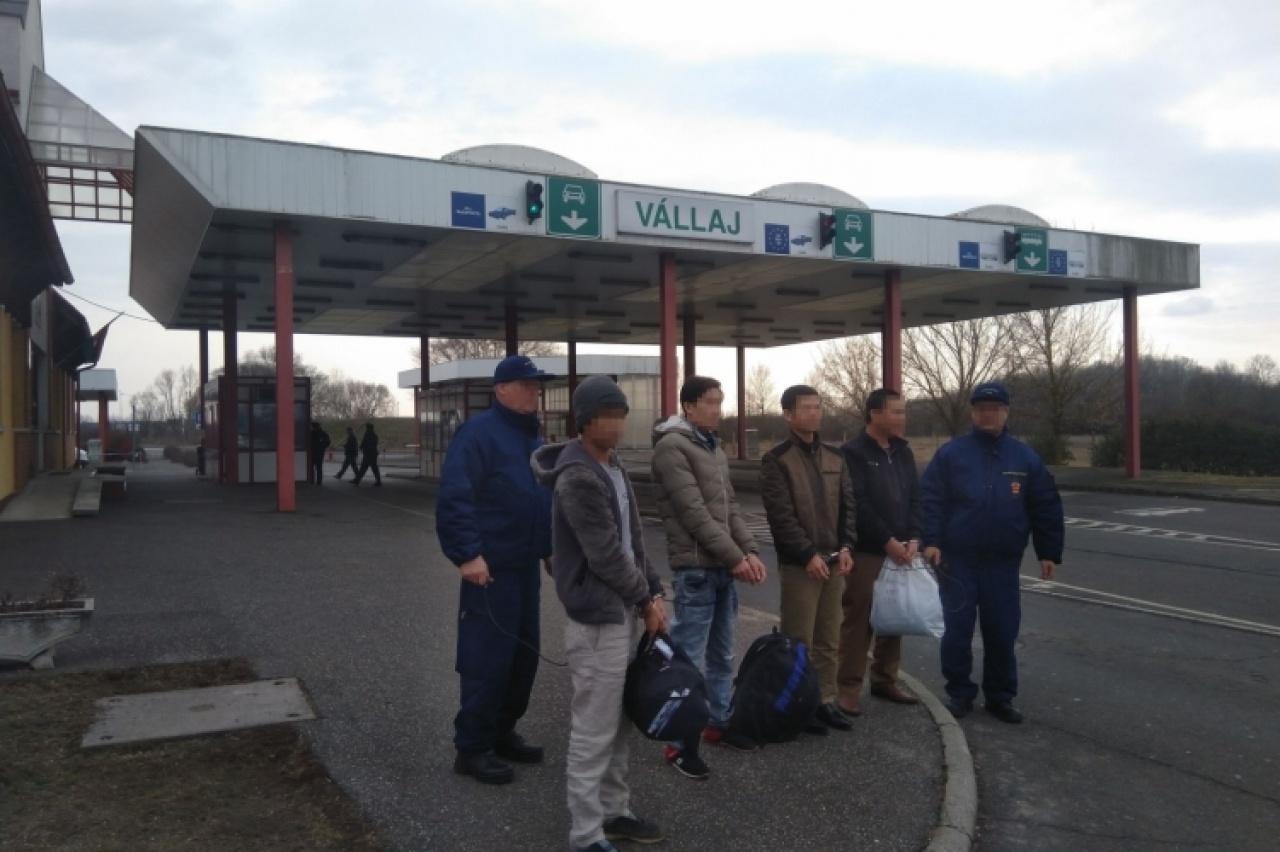 Átadták a vietnámi határsértőket a román hatóságoknak