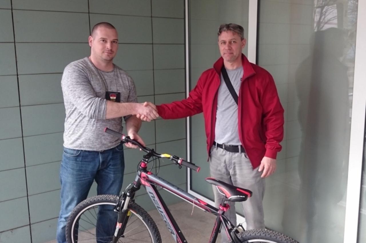 Visszaadták a sértettnek a lopott kerékpárt, a rendőrök befejezték az ügy vizsgálatát