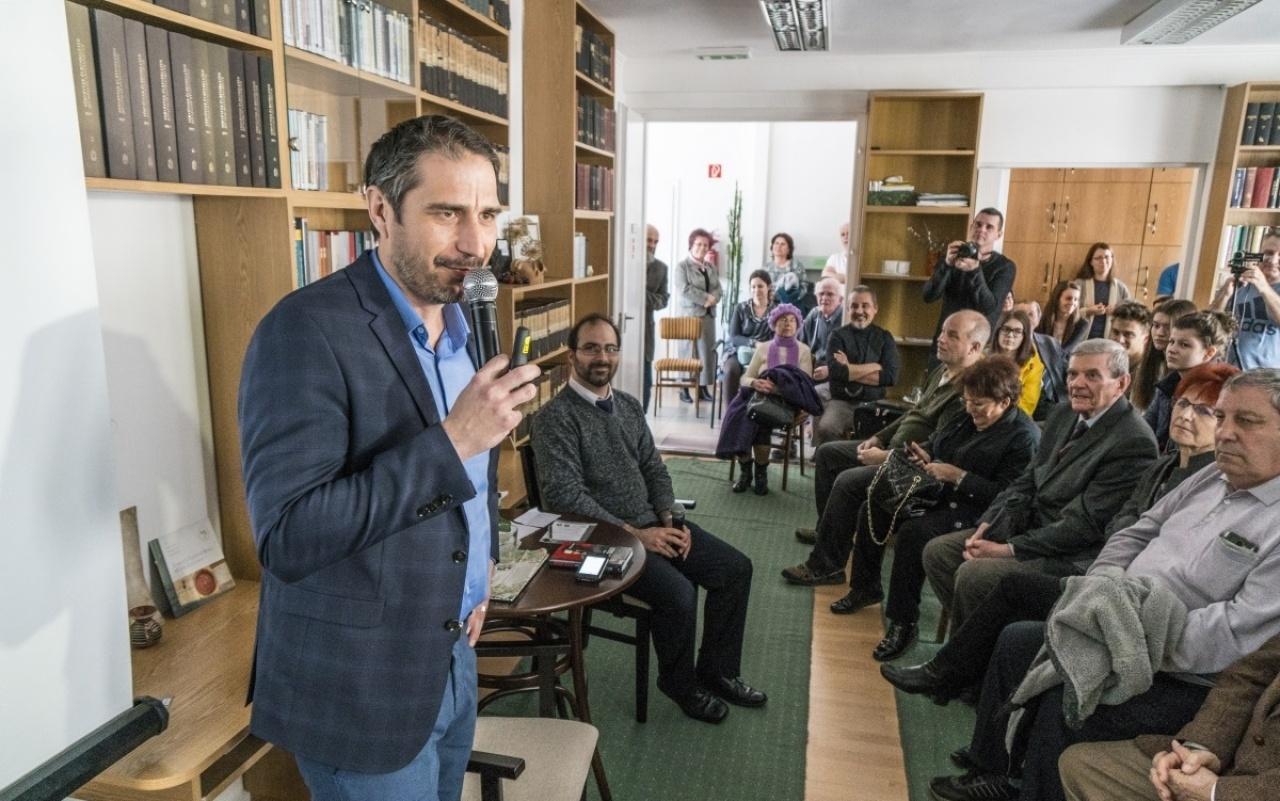 Arcok és könyvek a történettudomány műhelyéből – Müller Rolf előadása a Levéltárban