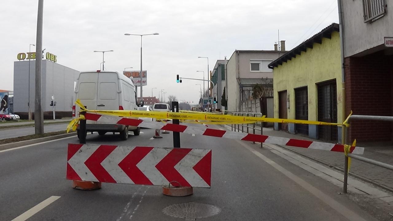 Helyreállítási munkálatok az István-Szegfű utcai csomópontban – Forgalomkorlátozás várható