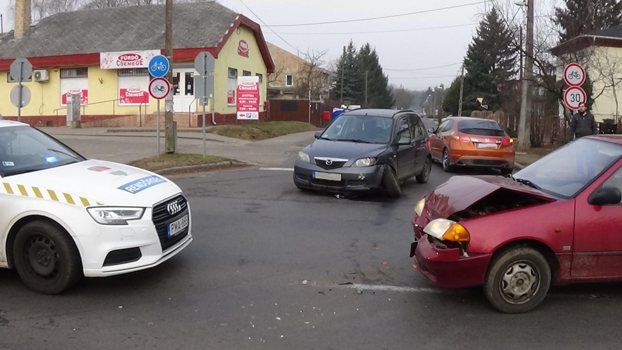 Baleset történt péntek reggel a Berenát utca és a Kemecsei út kereszteződésénél