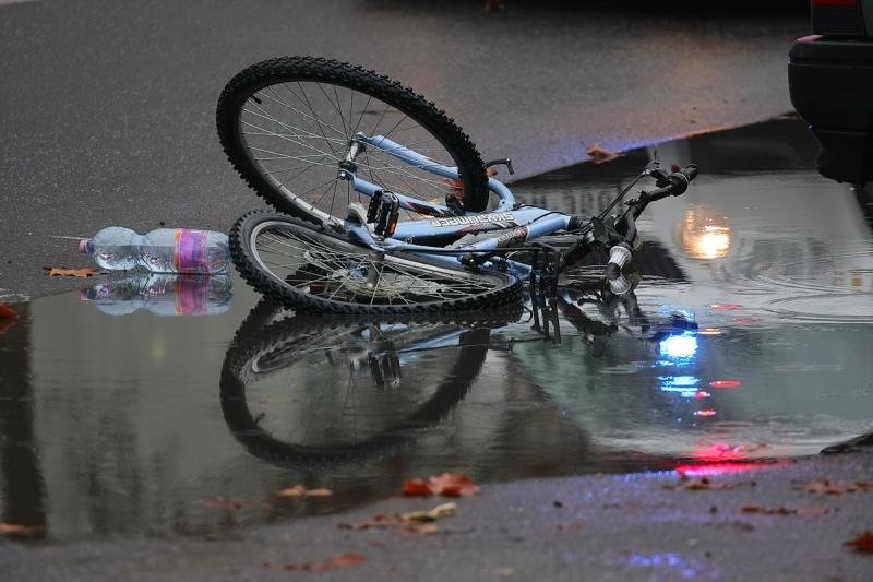 Kerékpárost gázoltak a Vasvári Pál utcán