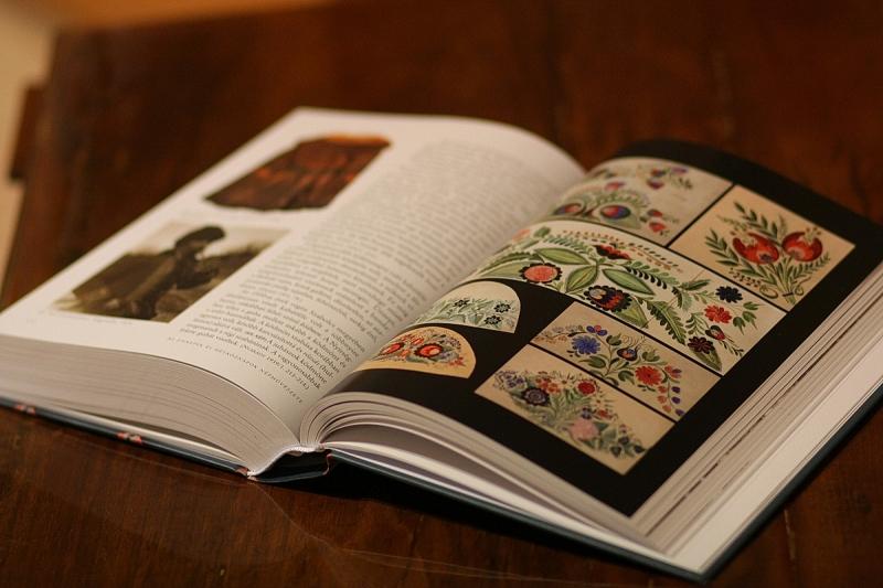 Népművészeti kötet bemutató